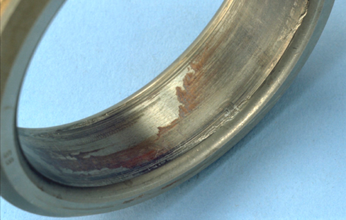 Fig. 3: Circumferential slipping on the bore surface of the bearing inner ring (also known as